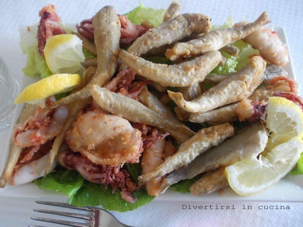 Ingredienti 1kg Di Pesce Misto Farina Di Semola Q B Olio Semi Per  #486624 1024 768 Foto Di Mattonelle Per Cucina