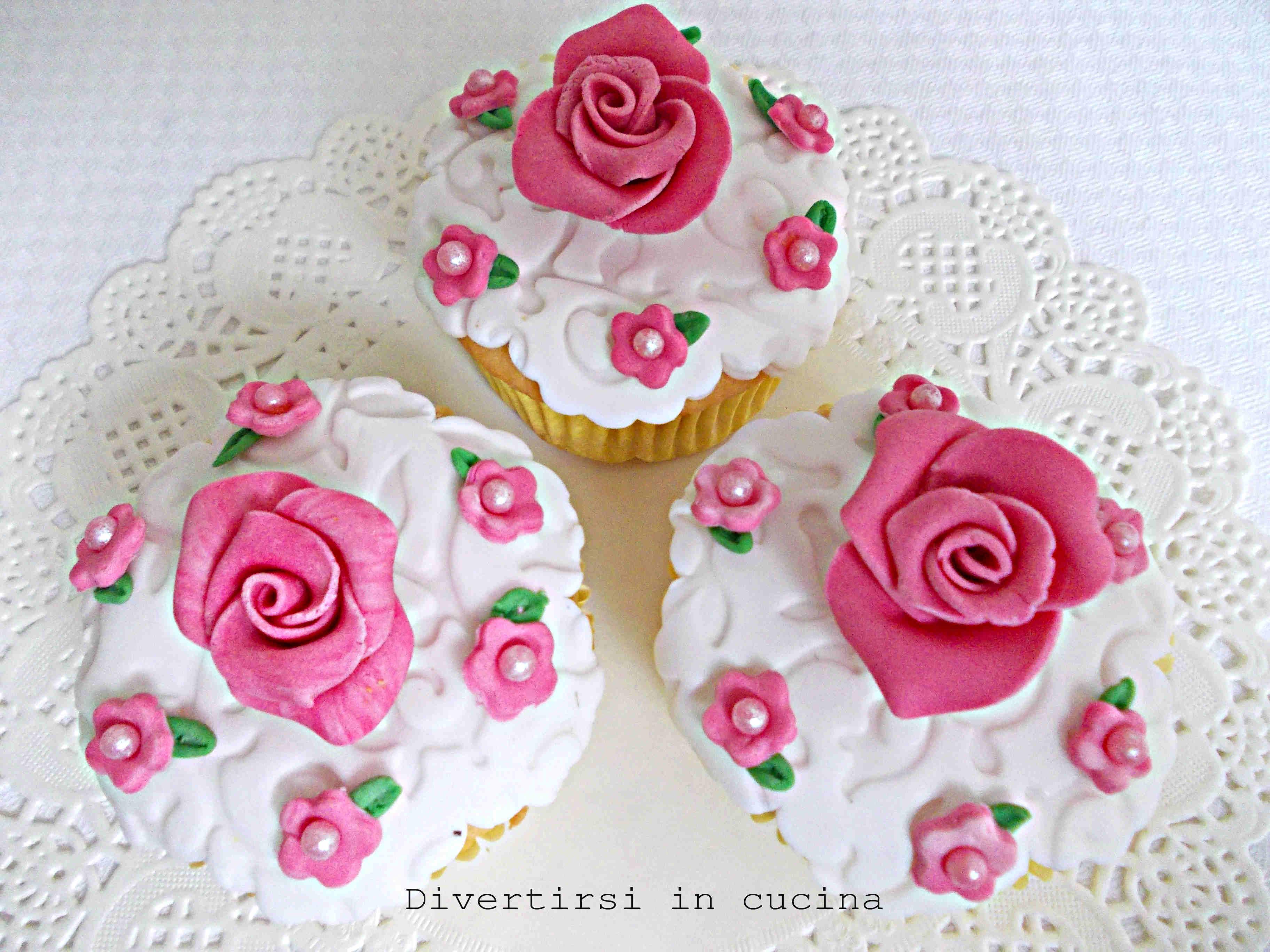 Cupcake ricoperti con pasta di zucchero | Divertirsi in cucina