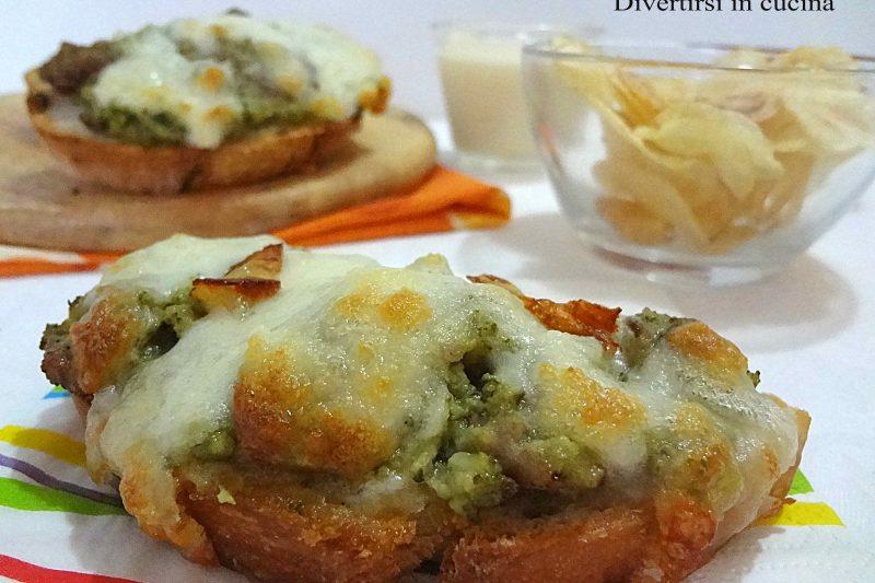 Bruschette con broccoli e salsiccia