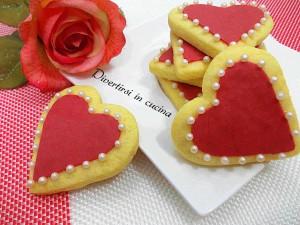 Ricetta biscotti a cuore decorati con pasta di zucchero Divertirsi in cucina