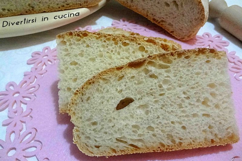 Pane fatto in casa con pasta madre
