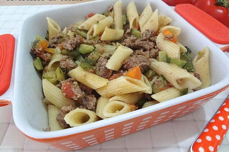 Pasta zucchine macinato e pomodorini