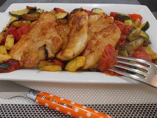 Scaloppine con zucchine e pomodori