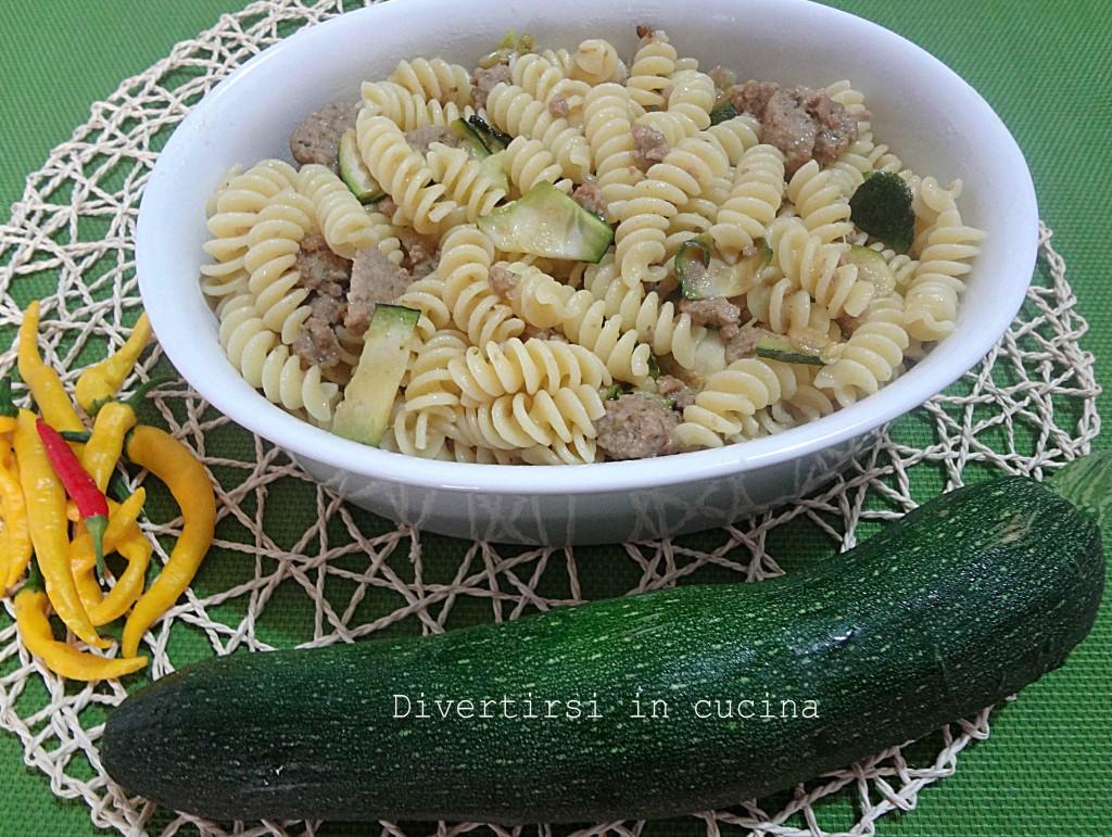 Ricetta pasta con polpette e zucchine grigliate