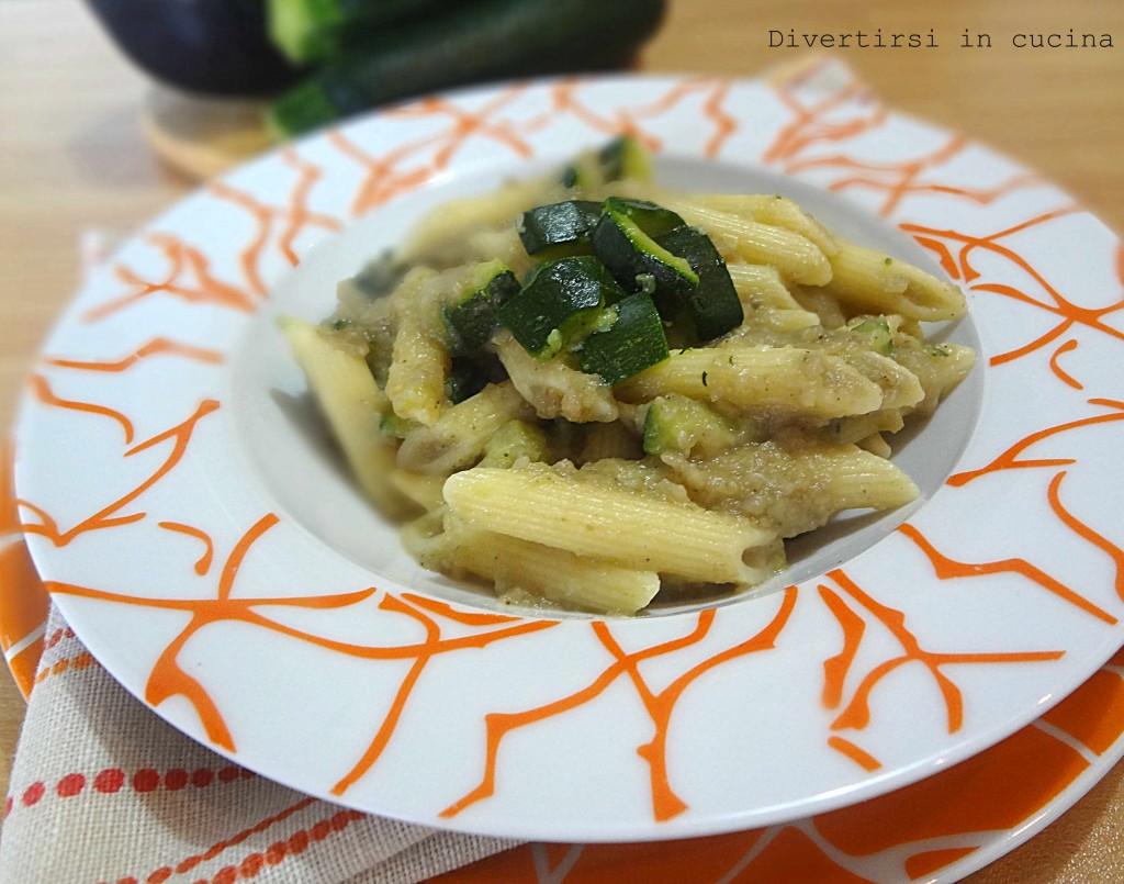 Ricetta pasta con salsa di melanzane e zucchine