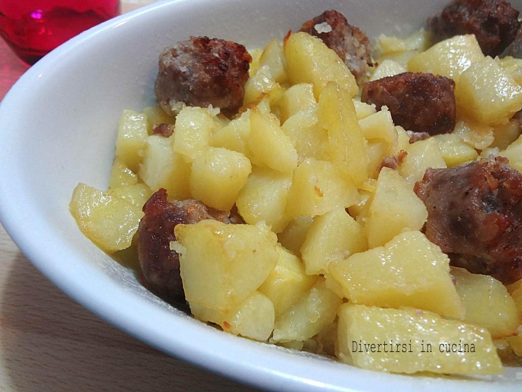 Ricetta patate e salsicce al forno Divertirsi in cucina