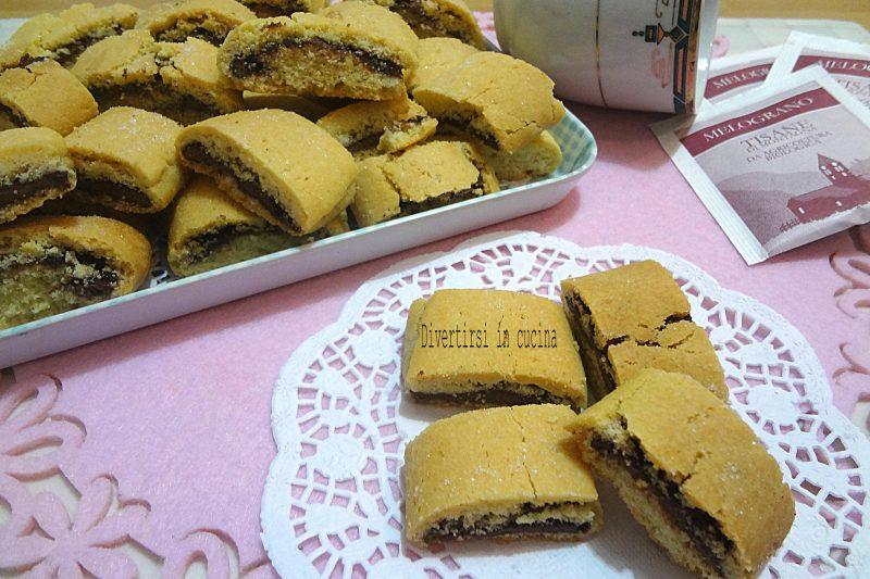 Biscotti di frolla arrotolati