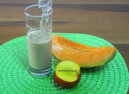 Frullato di frutta con yogurt greco