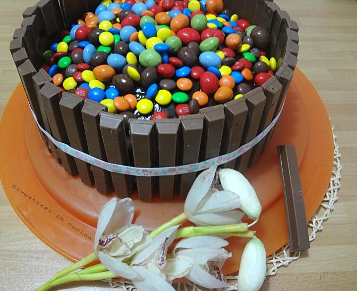 Torta Kit Kat E Smarties Divertirsi In Cucina