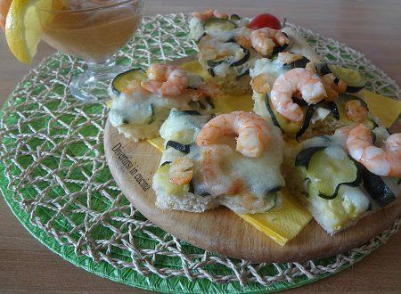 Pizza bianca zucchine e gamberetti