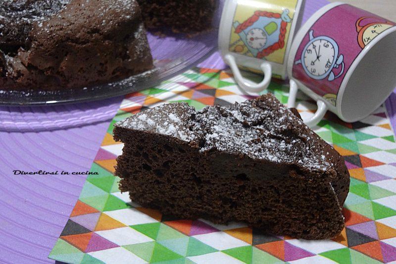 Torta caffè e cioccolato deliziosa dal gusto intenso