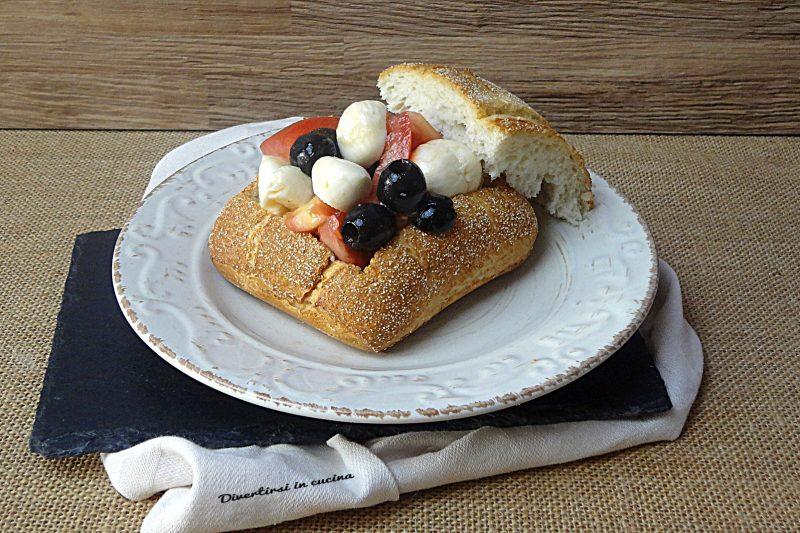 Caprese sfiziosa nel pane