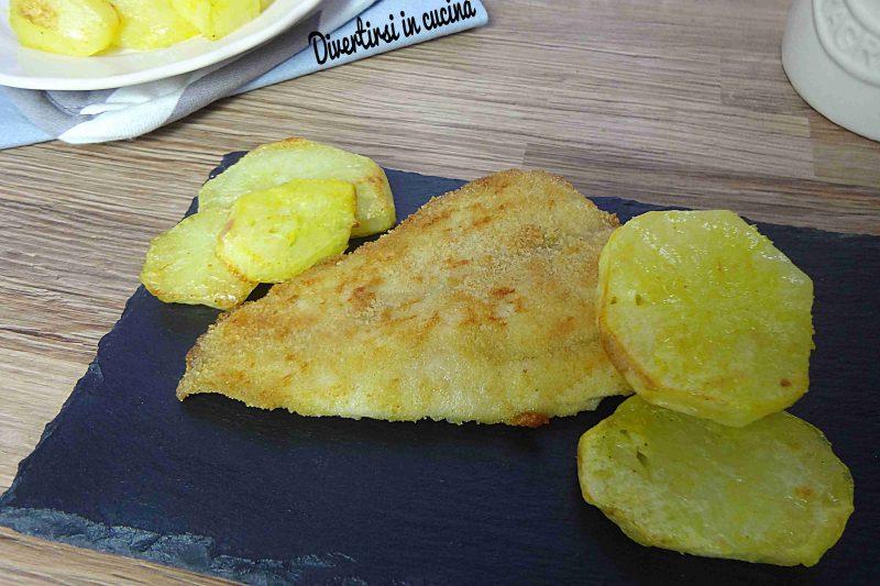 Filetti di merluzzo impanati e patate al forno