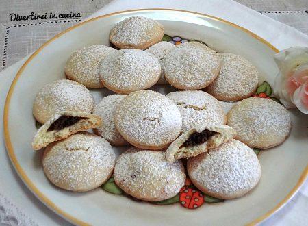 Biscotti farciti con ricotta e cacao