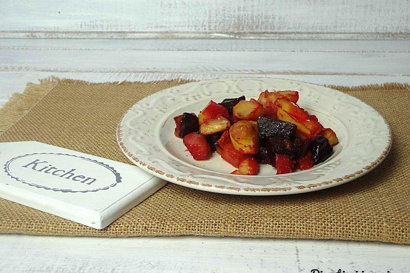 Barbabietole rosse con patate al forno