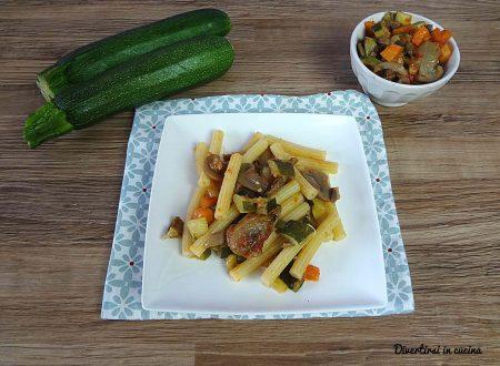 Pasta con zucchine funghi e carote