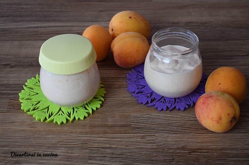 Yogurt al formaggio e frutta