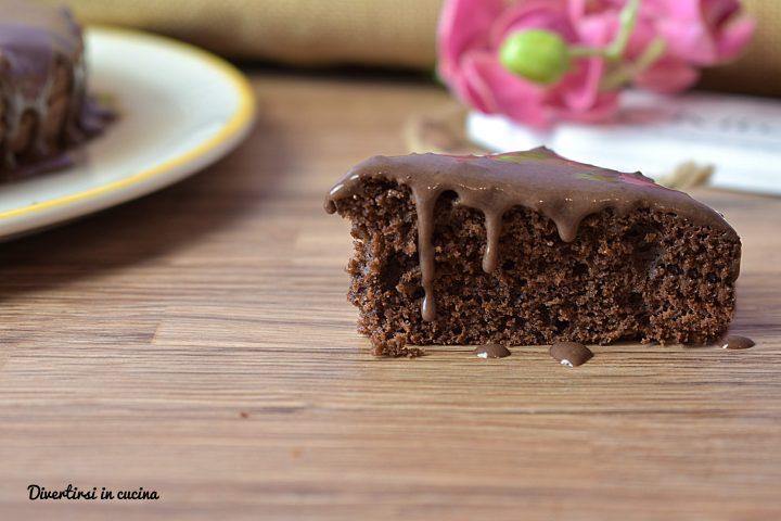 Torta al cioccolato semplice e morbida