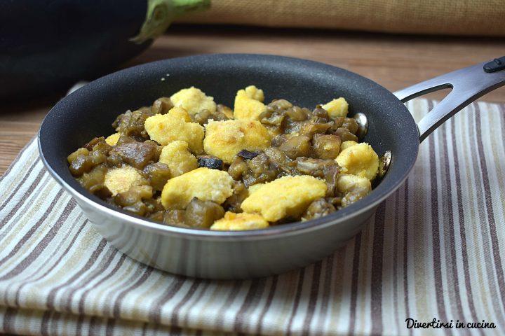 Pepite di pollo con melanzane in padella