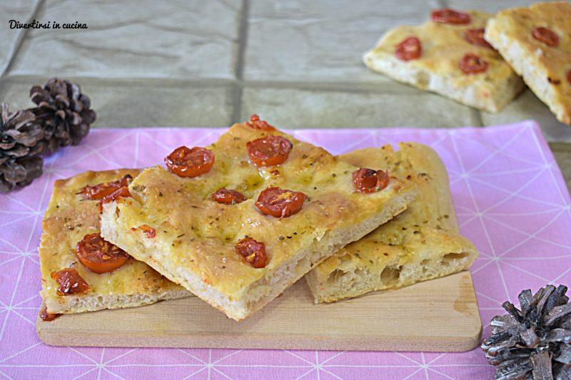 Focaccia croccante con pomodorini Bimby