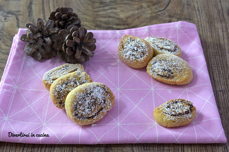Girelle di pasta frolla alla Nutella