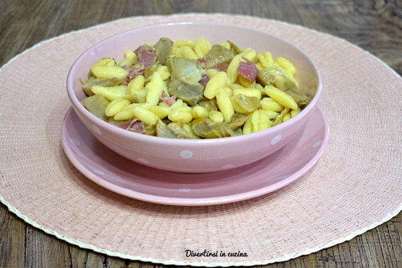 Pasta con carciofi e prosciutto