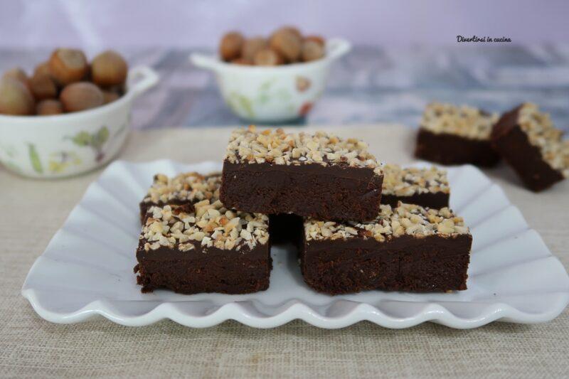 Quadratini cioccolato e nocciole