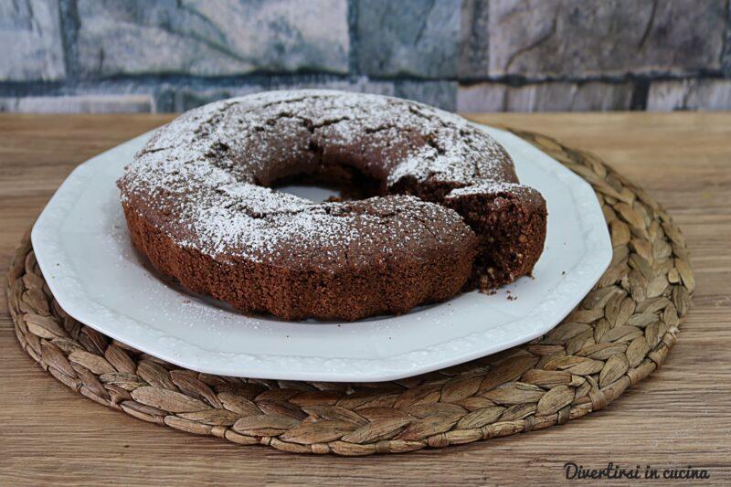 Ciambella con farina d'avena e cacao