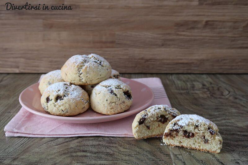 Panini dolci con gocce di cioccolato senza lievitazione