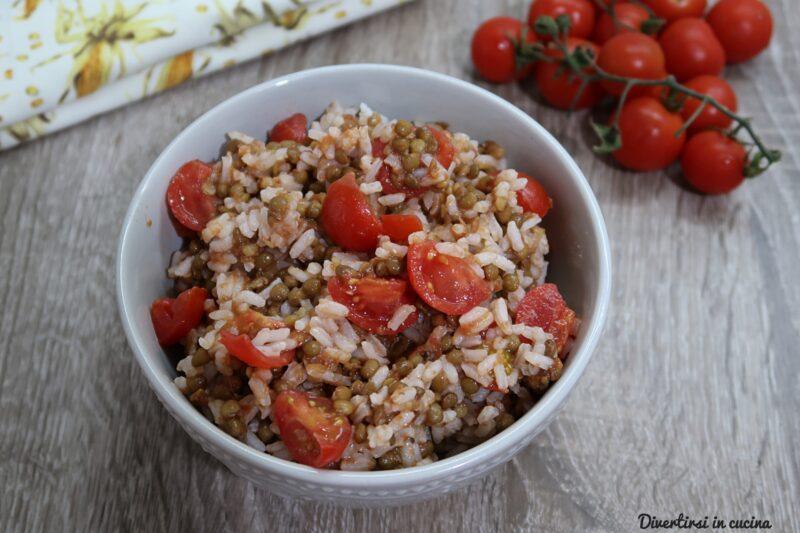 Insalata di riso con lenticchie e pomodorini