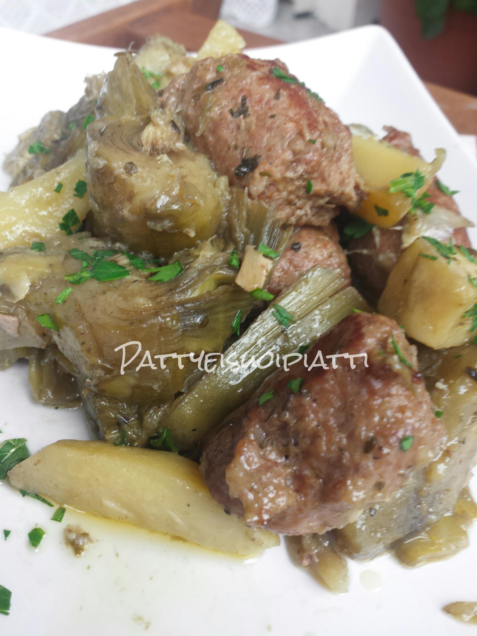 Patate carciofi e salsiccia