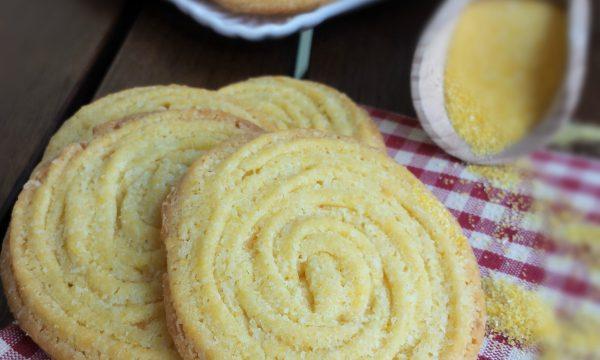 Biscotti con farina di mais e burro
