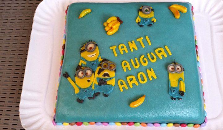 Torta minions 2d pazzapasticceria for Decorazioni torte 2d