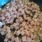 7) insaporite i cubetti di prosciutto