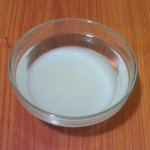 6) sciogliete lo zucchero nell'acqua tiepida