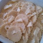 5) mettete dei fiocchetti di burro e parmigiano sugli gnocchi