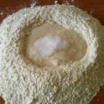 3) aggiungete all'impasto lo zucchero