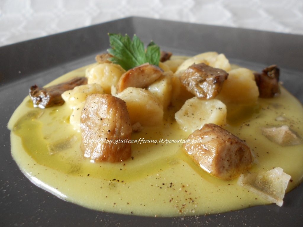 12) gli gnocchi alla francese su crema di patate allo zafferano pronti