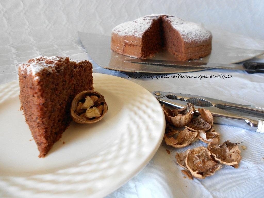 4) la torta di noci pronta