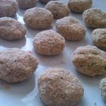 2) impanate le polpette di zucchine e tonno