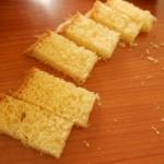 2) tagliate in pezzi uguali il pandoro