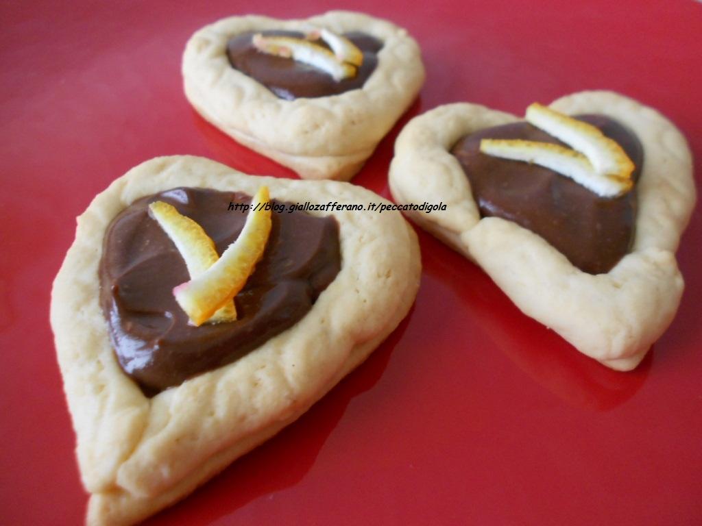 3) i biscotti a forma di cuore senza stampo pronti
