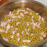 2) scottate i piselli con la pancetta
