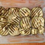 2) mettete le melanzane e il formaggio in teglia
