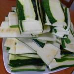 2) affettate le zucchine