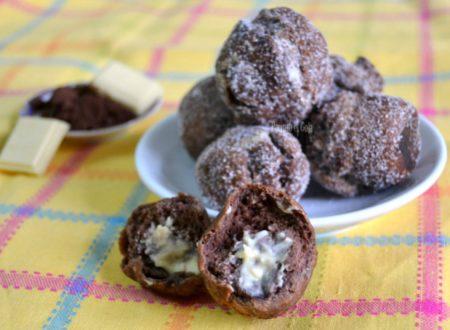 Castagnole al cacao e cioccolato bianco