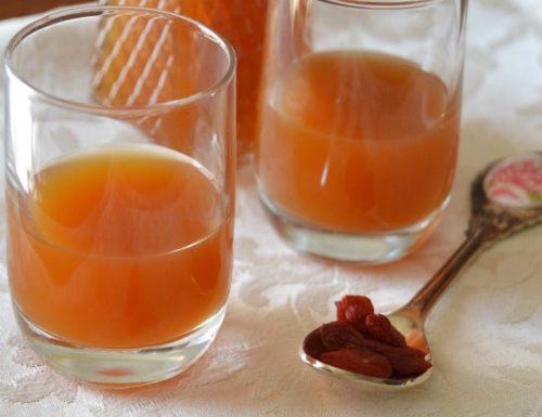 Liquore alle bacche di goji fatto in casa