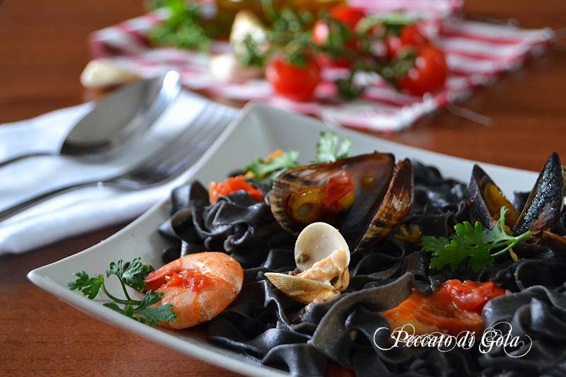 ricetta tagliatelle al nero di seppia ai frutti di mare, peccato di gola