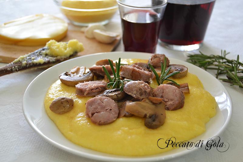Polenta funghi e salsiccia, piatto unico