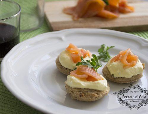 Tartine maionese e salmone